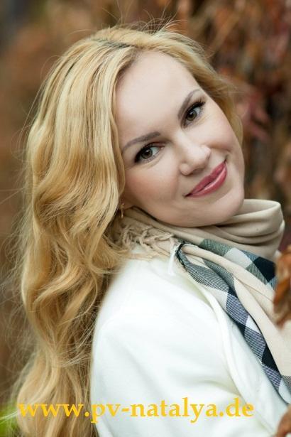 Eine Frau auf Partnersuche durch unsere Partnervermittlung: Karina(29 ...