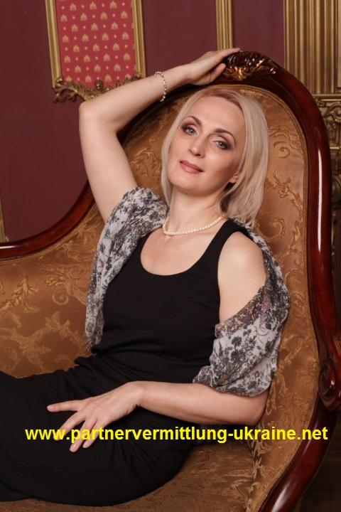 Eine Frau auf Partnersuche durch unsere Partnervermittlung: Inna(40 ...