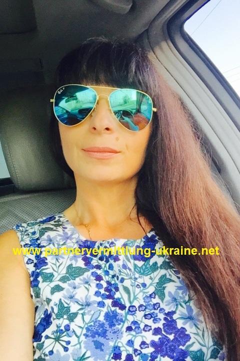 Eine Frau auf Partnersuche durch unsere Partnervermittlung: Viktoria ...