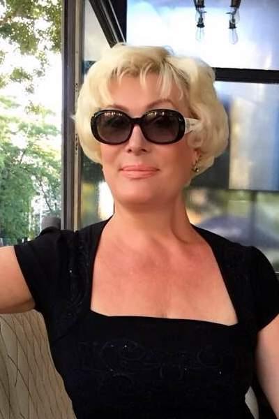 ... durch unsere Partnervermittlung: Viktoria(51), Managerin aus Odessa