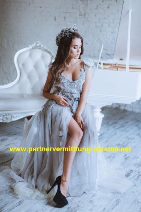 Eine Frau auf Partnersuche durch unsere Partnervermittlung: Alina(42 ...