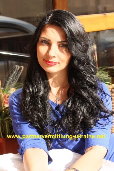 Eine Frau auf Partnersuche durch unsere Partnervermittlung: Elena(31 ...
